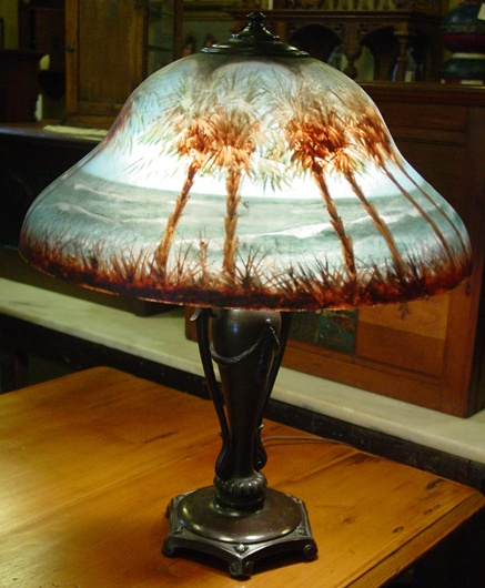 Exceptional Classique reverse painted table lamp