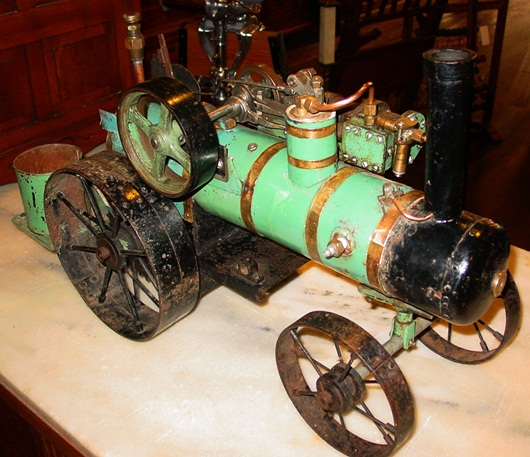 Neat live steam engine--moving parts